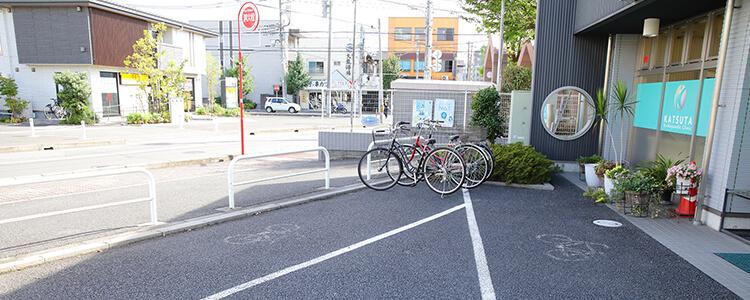 戸田公園駅から徒歩3分、 駐車場・駐輪場完備